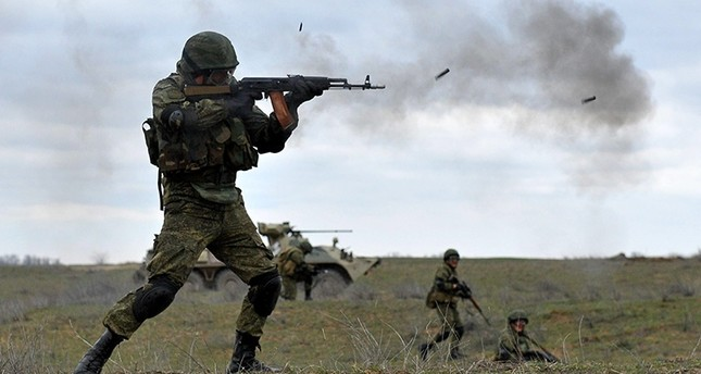 Russian military troops take part in a military drill on Sernovodsky polygon close to the Chechnya border, some 260 km from south Russian city of Stavropol, on March 19, 2015. (AFP Photo)