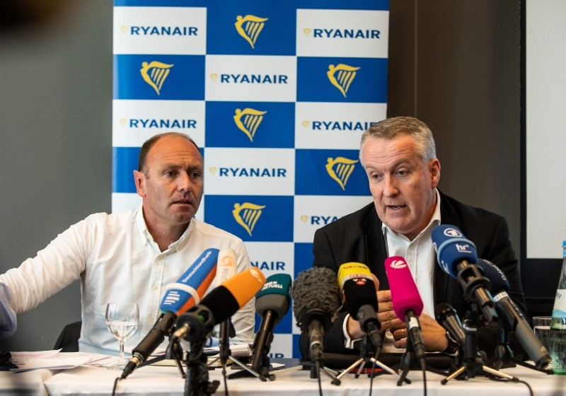 Ryanair's Chief Marketing Officer of Irish low-cost airline Ryanair Kenny Jacobs (L) and COO of Ryanair Peter Bellew attend a press conference in Frankfurt am Main, on August 8, 2018. (AFP Poto)