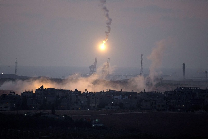 A photo taken on July 15, 2014 from the southern Israeli Gaza border shows Israeli army flares falling into the Palestinian enclave. (AFP Photo)