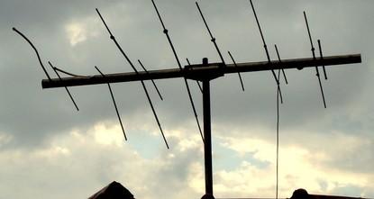 Столетний британец хотел поправить антенну, но застрял на крыше на 3 дня