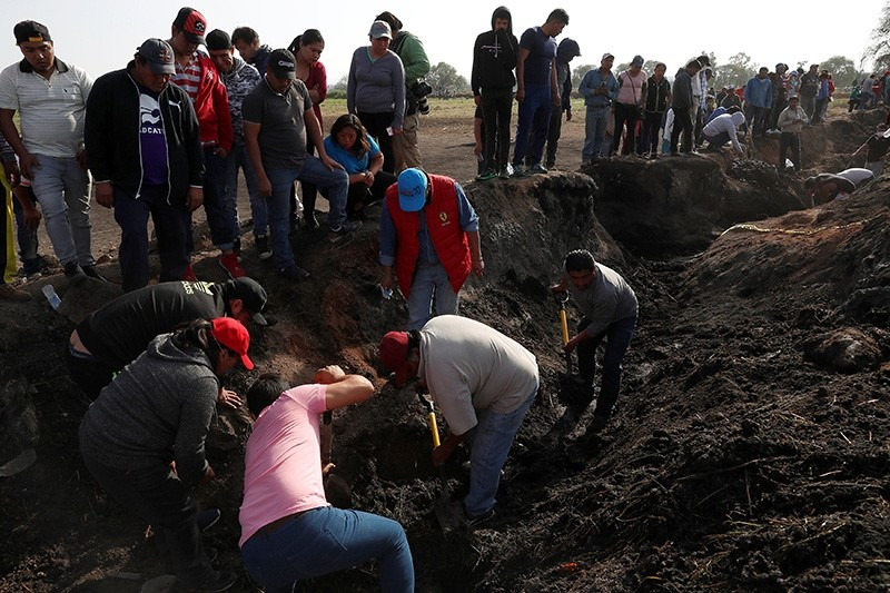 Residents search for human remains and items that could identify missing relatives and friends at the site where a pipeline ruptured by oil thieves exploded, in the municipality of Tlahuelilpan, Hidalgo, Mexico Jan. 20, 2019. (Reuters Photo)