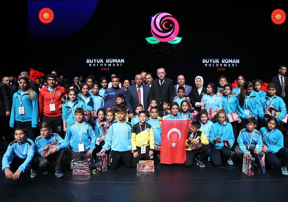 President Erdou011fan poses with a group of Roma students who attended the event at the Presidential Complex.