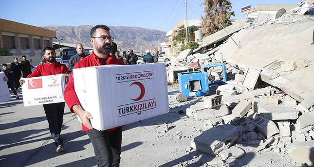 Turkish Red Crescent reported the arrival of 32 more aid trucks to quake-hit northern Iraq on Nov. 14, 2017. (AA Photo)