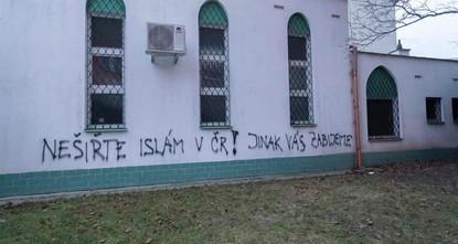 Death threats spray-painted on Czech mosque
