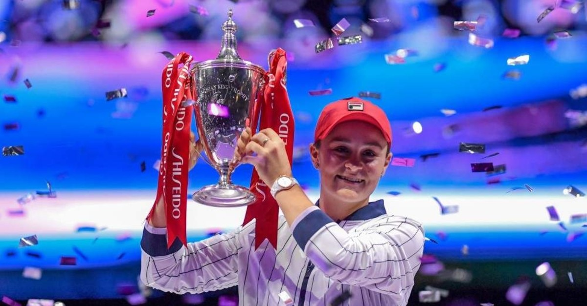 Ash Barty raises her trophy after winning in the WTA Finals tennis tournament, Shenzhen, Nov. 3, 2019. (AFP Photo)
