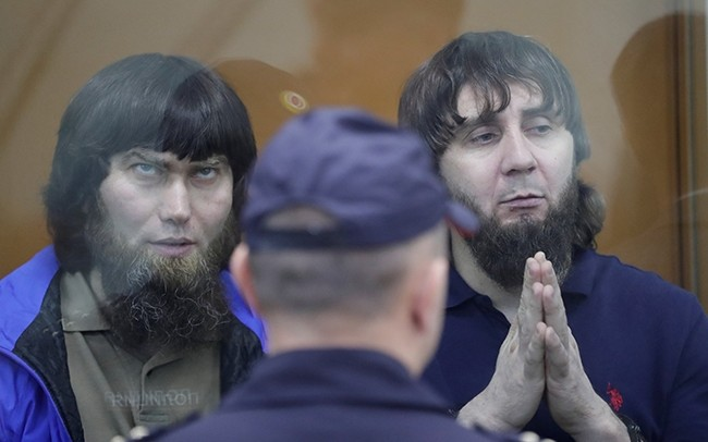 Anzor Gubashev (L) and Zaur Dadayev, convicted of the killing of Russian opposition leader Boris Nemtsov, sits inside the defendants' cage during their sentencing hearing at the Moscow military district court, Russia, July 13, 2017. (Reuters Photo)