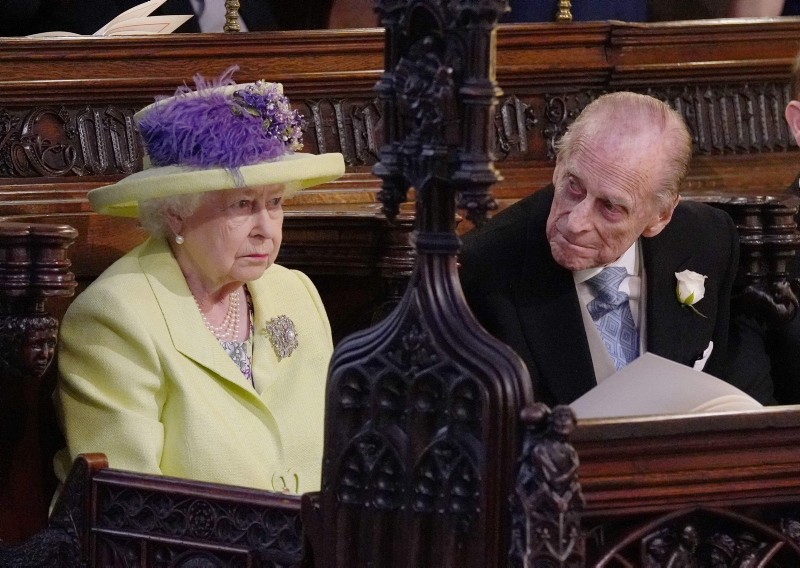 Britain's Queen Elizabeth II and Britain's Prince Philip, Duke of Edinburgh (R) during the wedding ceremony of Britain's Prince Harry, Duke of Sussex and US actress Meghan Markle in St George's Chapel in Windsor, on May 19, 2018. (AFP Photo)
