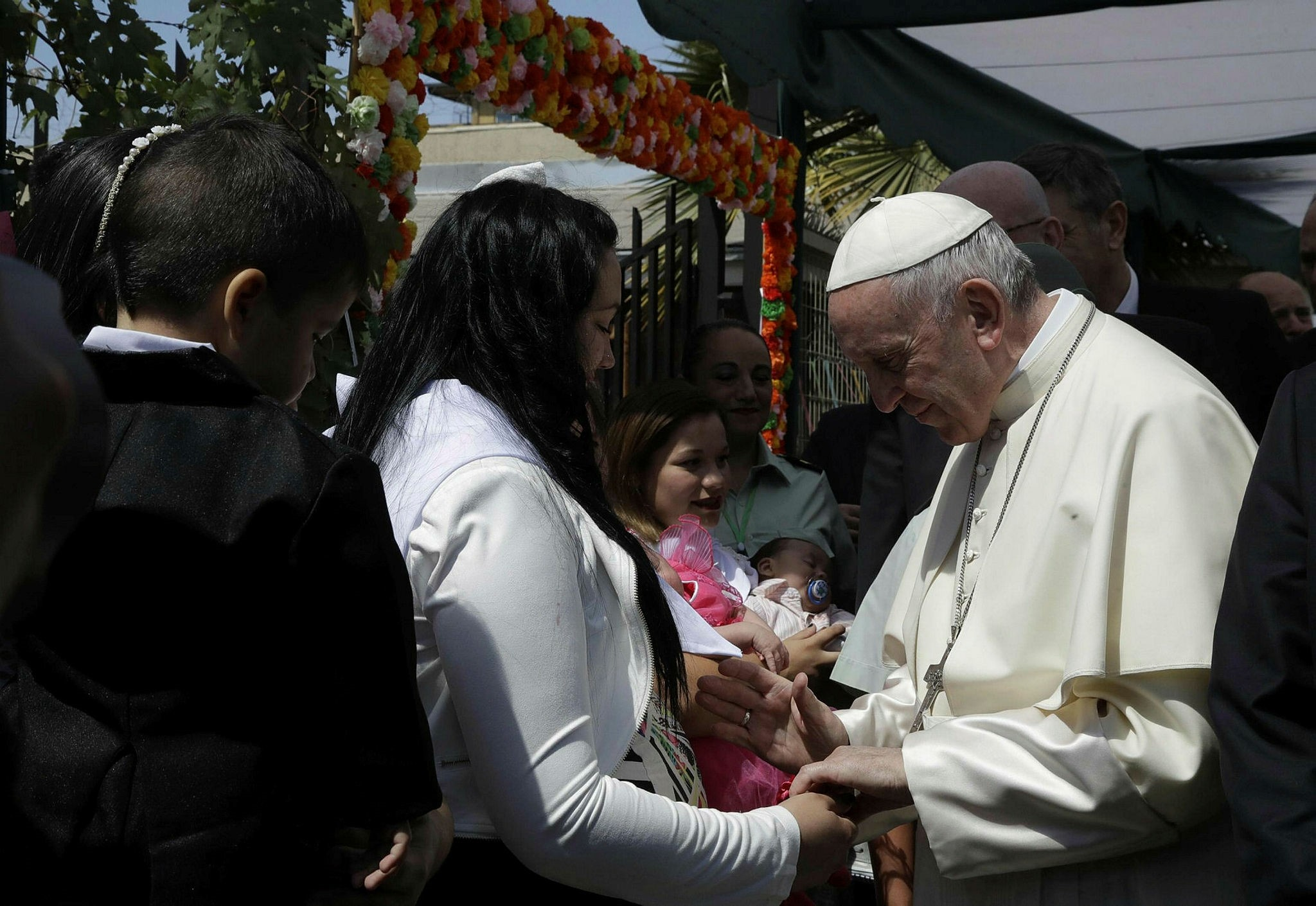 Pope Francis greets inmates at the San Joaquin women's prison in Santiago, 16 January 2018. Pope Francis visits in Chile and Peru runs from 15 January to 22 January 2018. (EPA Photo)