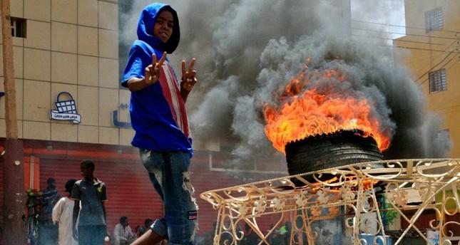 فرنسا تدين فض المجلس العسكري اعتصام المحتجين بالخرطوم بالقوة
