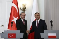 In a bid to discuss strengthening bilateral trade ties and boost mutual investment, President Recep Tayyip Erdoğan paid an official visit to Poland yesterday with an entourage of 200 businesspeople...
