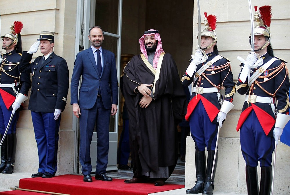 Saudi Arabia Crown Prince Mohammed bin Salman, center, is welcomed by French Prime Minister Edouard Philippe, second left, in Paris, Monday April 9, 2018.  (AP Photo)