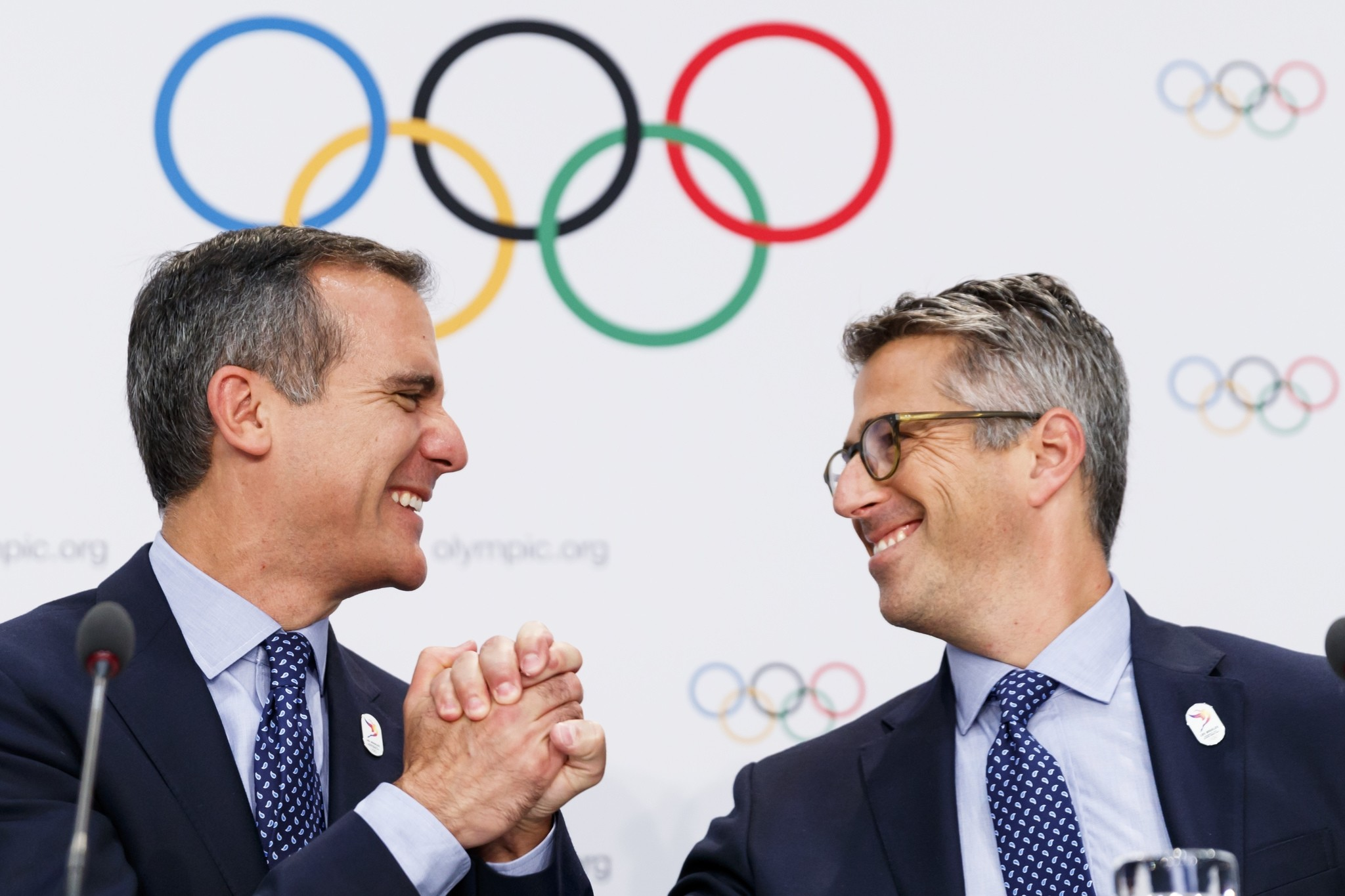 Eric Garcetti Mayor of Los Angeles, left, and Casey Wasserman chairman of Los Angeles 2024, right, shake hands during a press conference. (AP Photo)
