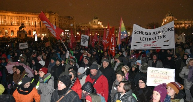 الآلاف يتظاهرون في فيينا ضد الائتلاف اليميني الحاكم