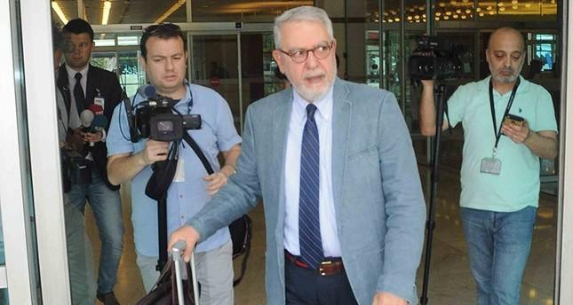 السفير التركي سردار قليتش قادماً إلى تركيا عقب استدعائه للتشاور (أرشيفية)