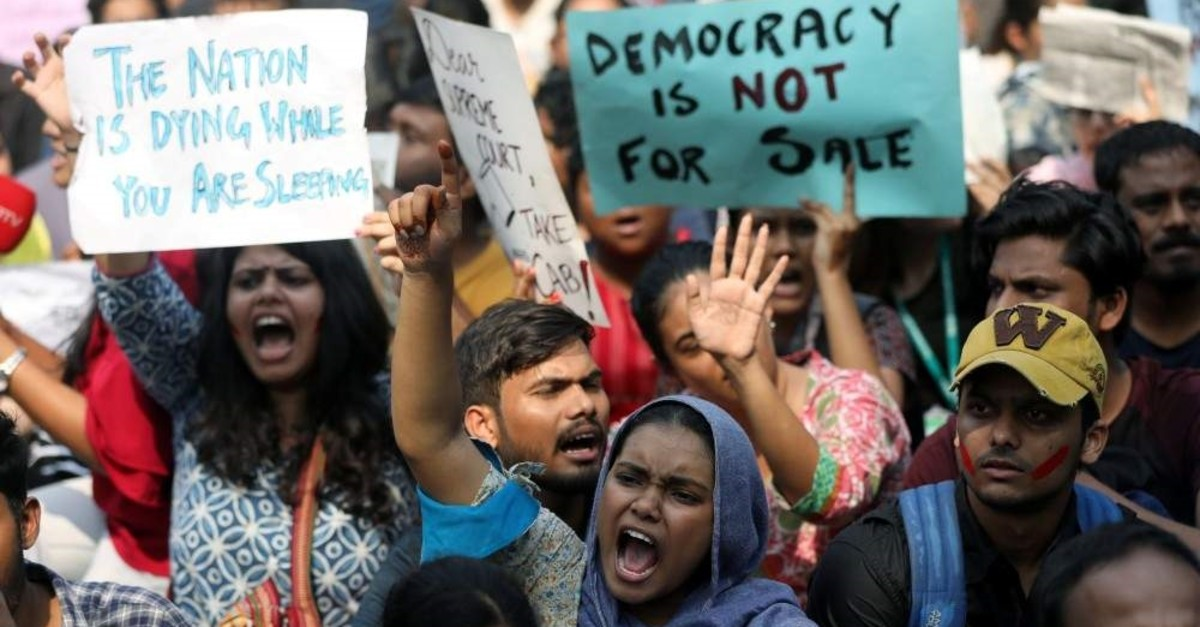 Students hold placards and shout slogans in solidarity with Jamia Millia Islamia university students, Mumbai, Dec. 16, 2019. (REUTERS Photo)
