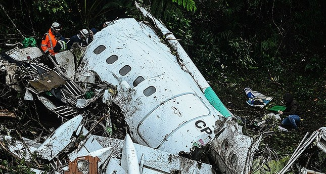 Rescue teams work in the recovery of the bodies of victims of the LAMIA airlines charter that crashed in Colombia on 29 November 2016. (AFP Photo)