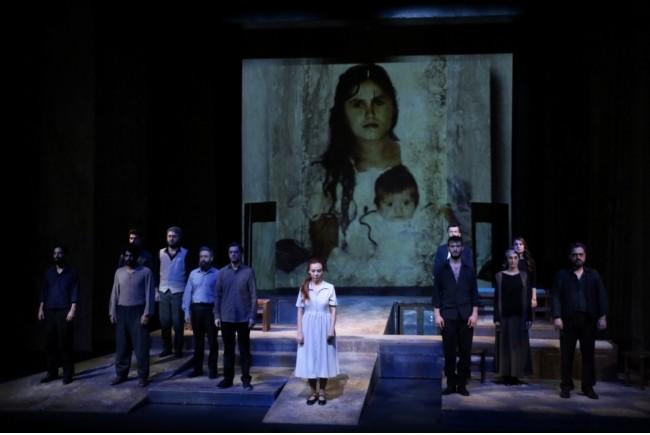 Scene from Diyarbaku0131r State Theateru2019s u201cGu00fclu2019e Au011fu0131tu201d (u201cLament to Roseu201d).