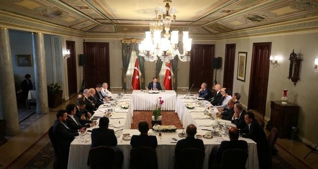 وزير الخزانة والمالية التركي يعقد اجتماعاً تشاورياً مع خبراء وأكاديميين اقتصاديين