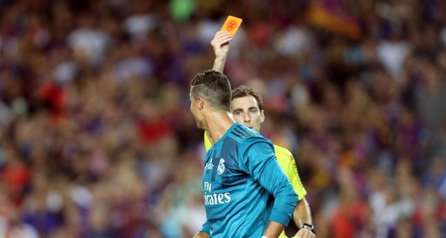 رسمياً.. إيقاف رونالدو 5 مباريات بعد الطرد والاعتداء على حكم الكلاسيكو