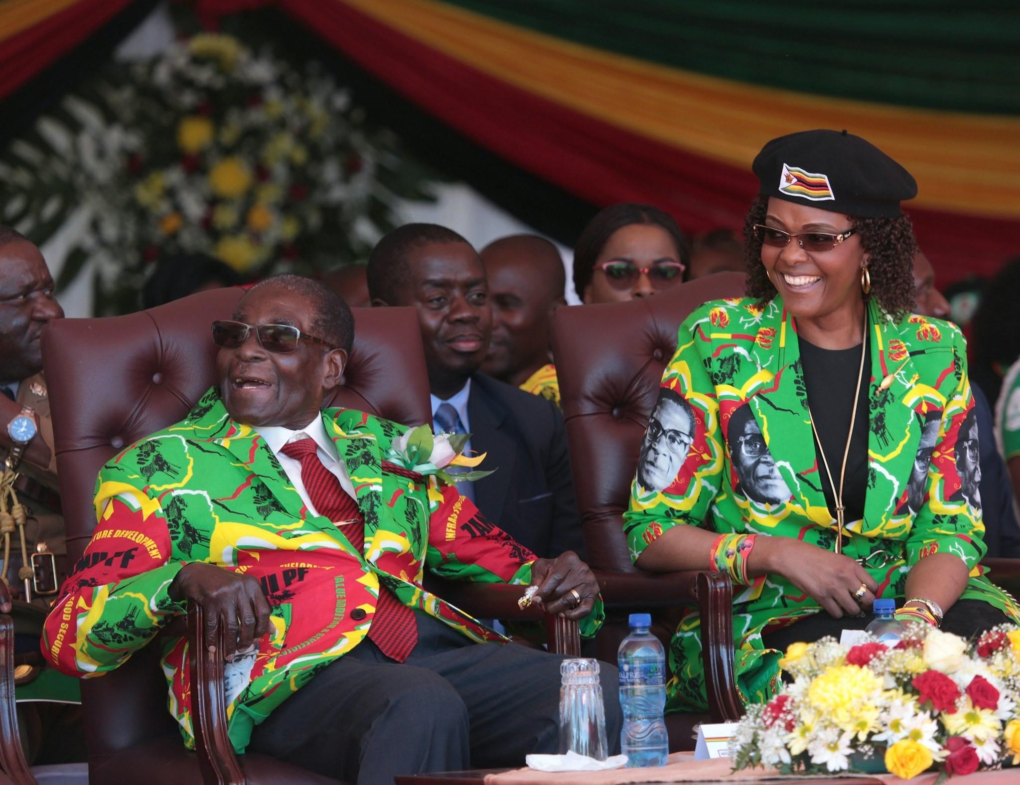 Zimbabwean President Robert Mugabe (L) and his wife Grace (R) smile after arriving at the Rudhaka Stadium in Marondera, 02 June 2017. (EPA Photo)