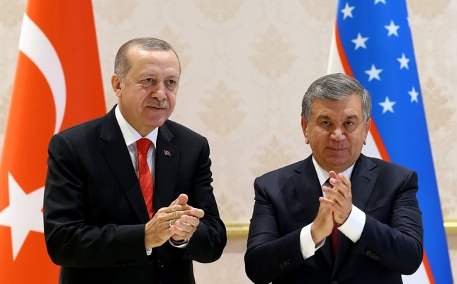 President Erdoğan (L) and Uzbek President Mirziyoyev (R) held a joint press conference after meetings in the Uzbekistan capital Tashkent, April 30.
