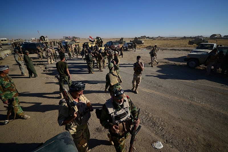 Shiite Hashd Al-Shaabi (Popular Mobilization Forces - PMF) militia with Iraqi army forces gather on the outskirts of Tal Afar, Iraq, Aug. 20, 2017. (Reuters Photo)