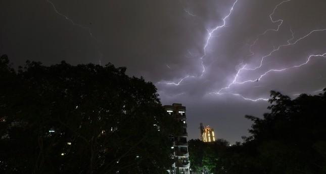 سماء نيودلهي العاصفة (الفرنسية)