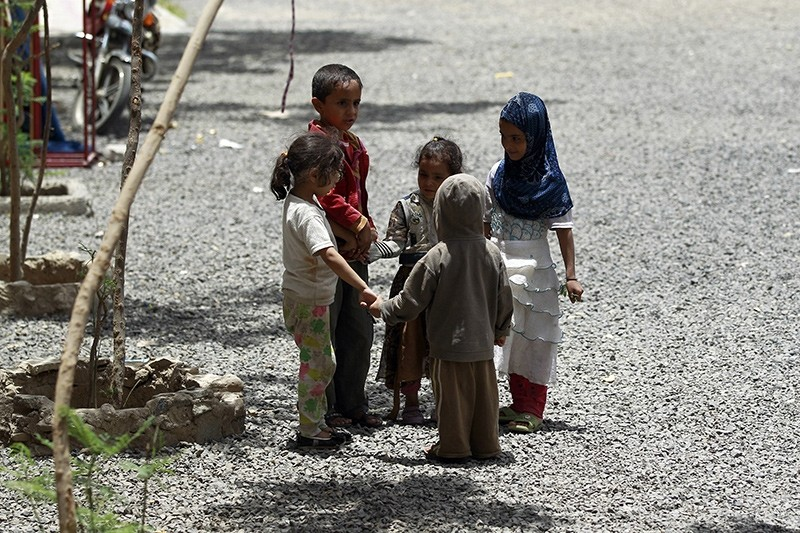 Yemeni displaced children, who fled Saada province due to fighting play at a school turned into a shelter in the capital Sanaa (AFP File Photo)