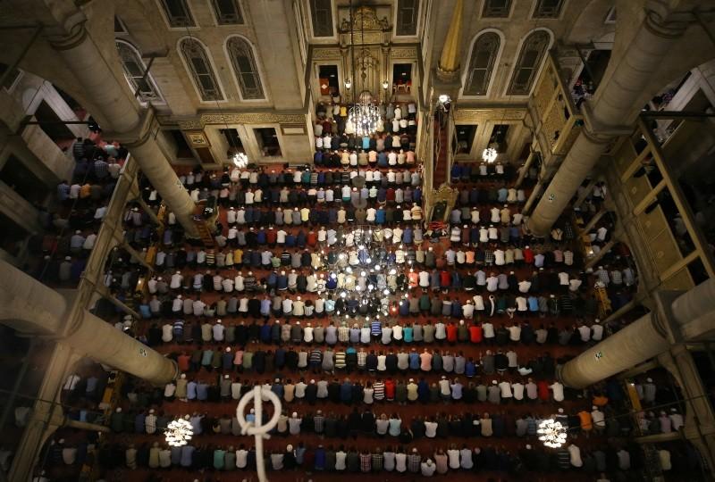 Muslims pray taraweeh prayer in historic Eyu00fcp Sultan Mosque in Istanbul, Turkey, May 15, 2018. (AA Photo)