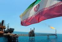 واشنطن تسمح لـ8 دول بالاستمرار في استيراد النفط الإيراني