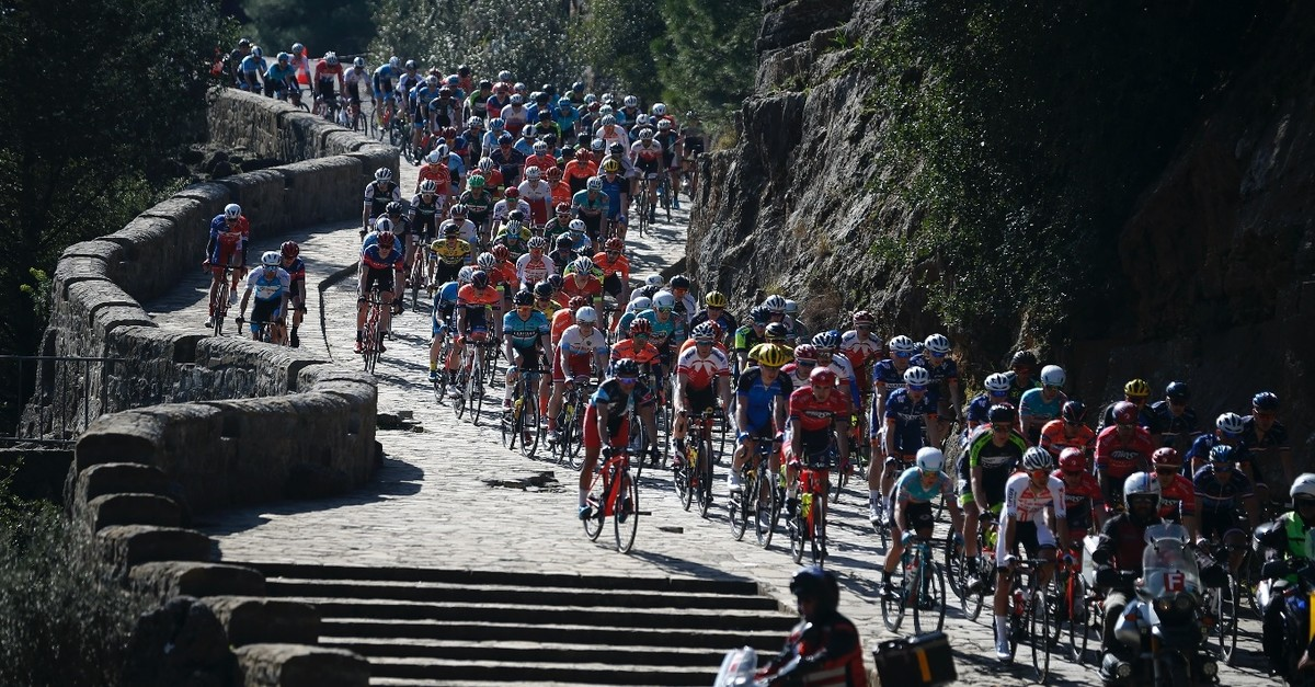 Cyclists rode through Ku00f6pru00fclu00fc Canyon of Antalya in the first stage, Feb. 21, 2019.