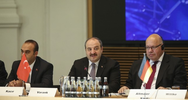 Science and Industry Minister Mustafa Varank (C) with German Economy and Energy Minister Peter Altmaier (R) speaking at the Turkey-Germany Artificial Intelligence Conference in Berlin, Aug. 22, 2019. (AA Photo)