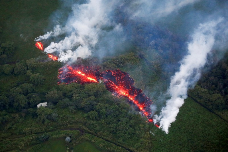 Lava erupts from a fissure east of the Leilani Estates subdivision during ongoing eruptions of the Kilauea Volcano in Hawaii, U.S., May 13, 2018. (REUTERS Photo)