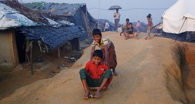 Rohingya refugee children play ouside their shelters at Kutupalong refugee camp near Cox's Bazar, Bangladesh October 24, 2017 (Reuters Photo)