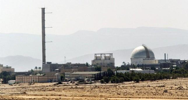 مفاعل ديمونا في صحراء النقب عام 2002 (الفرنسية)