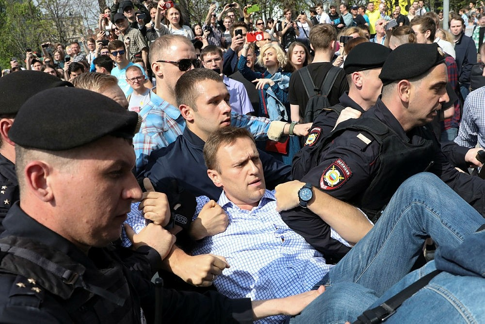 Russian police carrying struggling opposition leader Alexei Navalny, center, at a demonstration against President Vladimir Putin in Pushkin Square in Moscow, Russia, Saturday, May 5, 2018. (AP Photo)