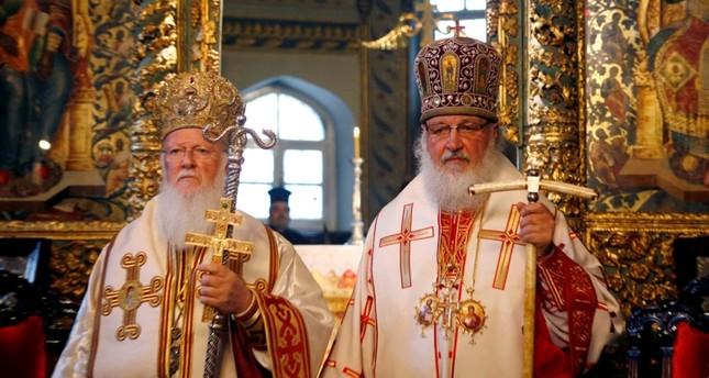 البطريرك الروم الأرثوذكس برثلماوس الأول والبطريرك الأرثوذكسي الروسي كيريل في صلاة الأحد في كاتدرائية القديس جورج في البطريركية الأرثوذكسية المسكونية في إسطنبول من الأرشيف