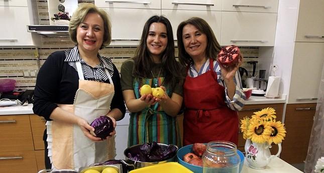 Turkish women make veggie-based paints for children