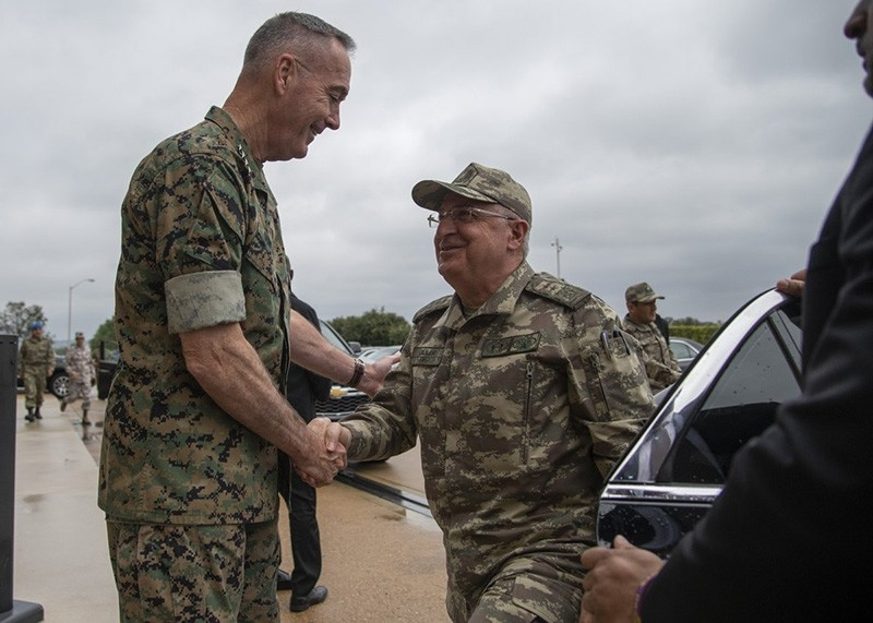 Chief of Staff Gen. Yau015far Gu00fcler (R) meets U.S. counterpart Gen. Joseph Dunford (Photo from U.S. Joint Staff via Twitter)