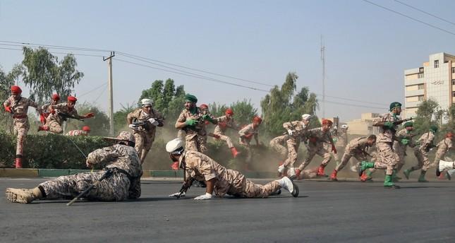 لحظة الهجوم على العرض العسكري في منطقة الأهواز الإيرانية (EPA)