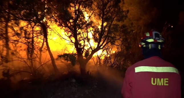 An image grab taken from a video released on June 27, 2019 shows a fireman trying to extinguish a wildfire near Torre de l´Espanyol in Ribera d´Ebro, on the banks of the river Ebre, northeastern Spain. (AFP Photo)