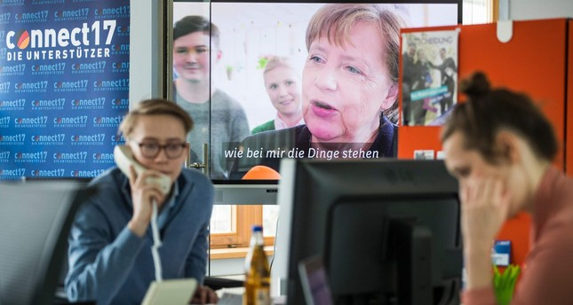 Campaign staff work at the CDU´s election campaign centre in the Konrad Adenauer house in Berlin on April 3, 2017. (AFP Photo)