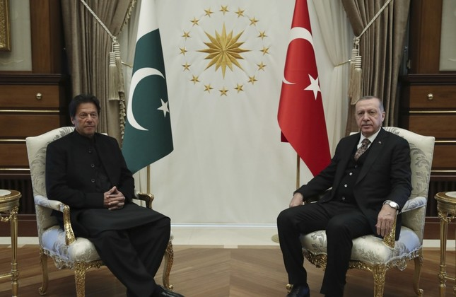 President Recep Tayyip Erdoğan (R) and Pakistan's Prime Minister Imran Khan pose for the media before a one-to-one meeting in Ankara, Jan. 4.