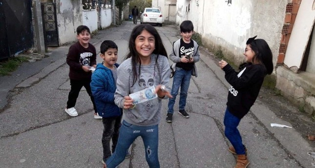 Children in a neighbourhood in Istanbul's Ataşehir pose after a mysterious philanthropist appeared on the streets and gave them pocket money. DHA Photo