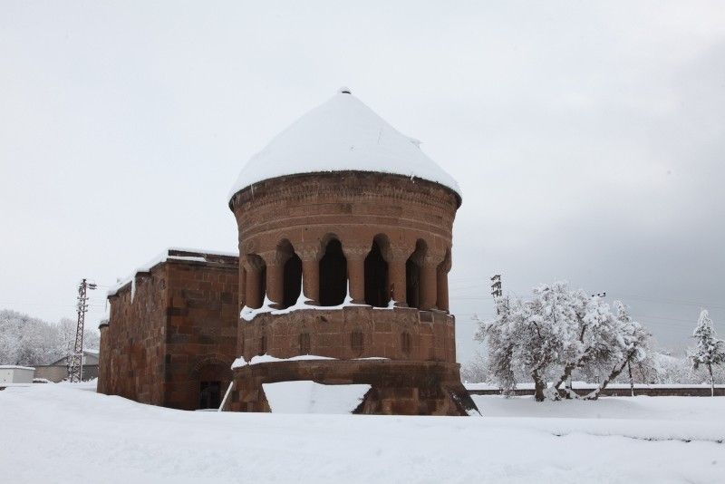 Snowstorm covers Eastern Anatolia in magical blanket of white