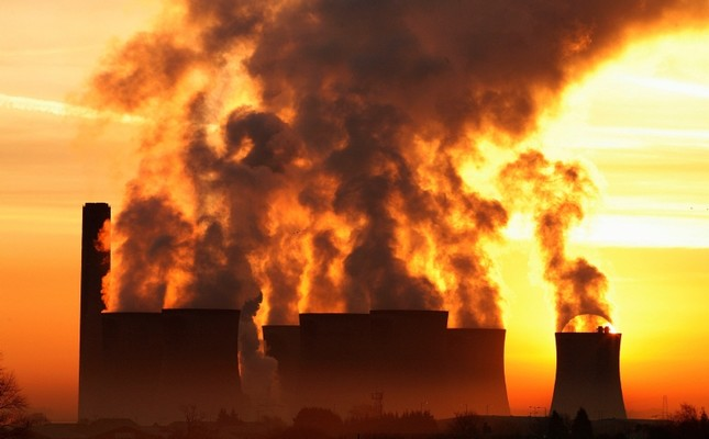 In this Dec. 15, 2008, file photo, the sun rises behind Fiddlers Ferry coal fired power station near Liverpool, northern England. (Reuters Photo)