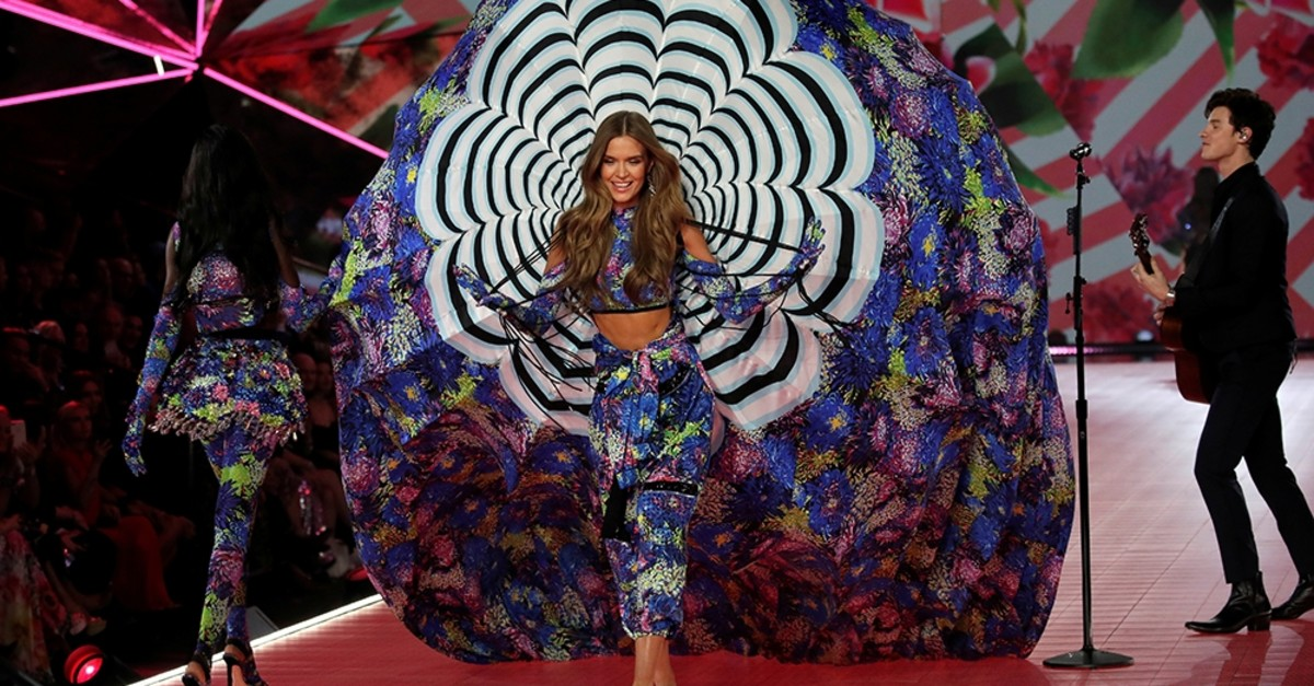 A model presents a creation as singer Shawn Mendes performs during the 2018 Victoria's Secret Fashion Show in New York City, New York, U.S., November 8, 2018. (Reuters Photo)