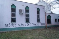Death threats spray-painted on Czech mosque