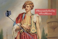 Pera Museum invites selfie snappers with surprise gifts