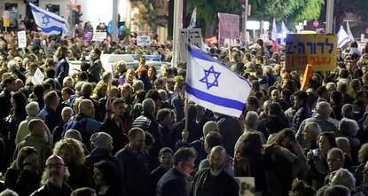 pAus Empörung über Korruptionsskandale der Regierung sind in Tel Aviv erneut tausende Demonstranten auf die Straße gegangen. Bei ihrem Marsch der Schande in Tel Aviv forderten die Teilnehmer am...